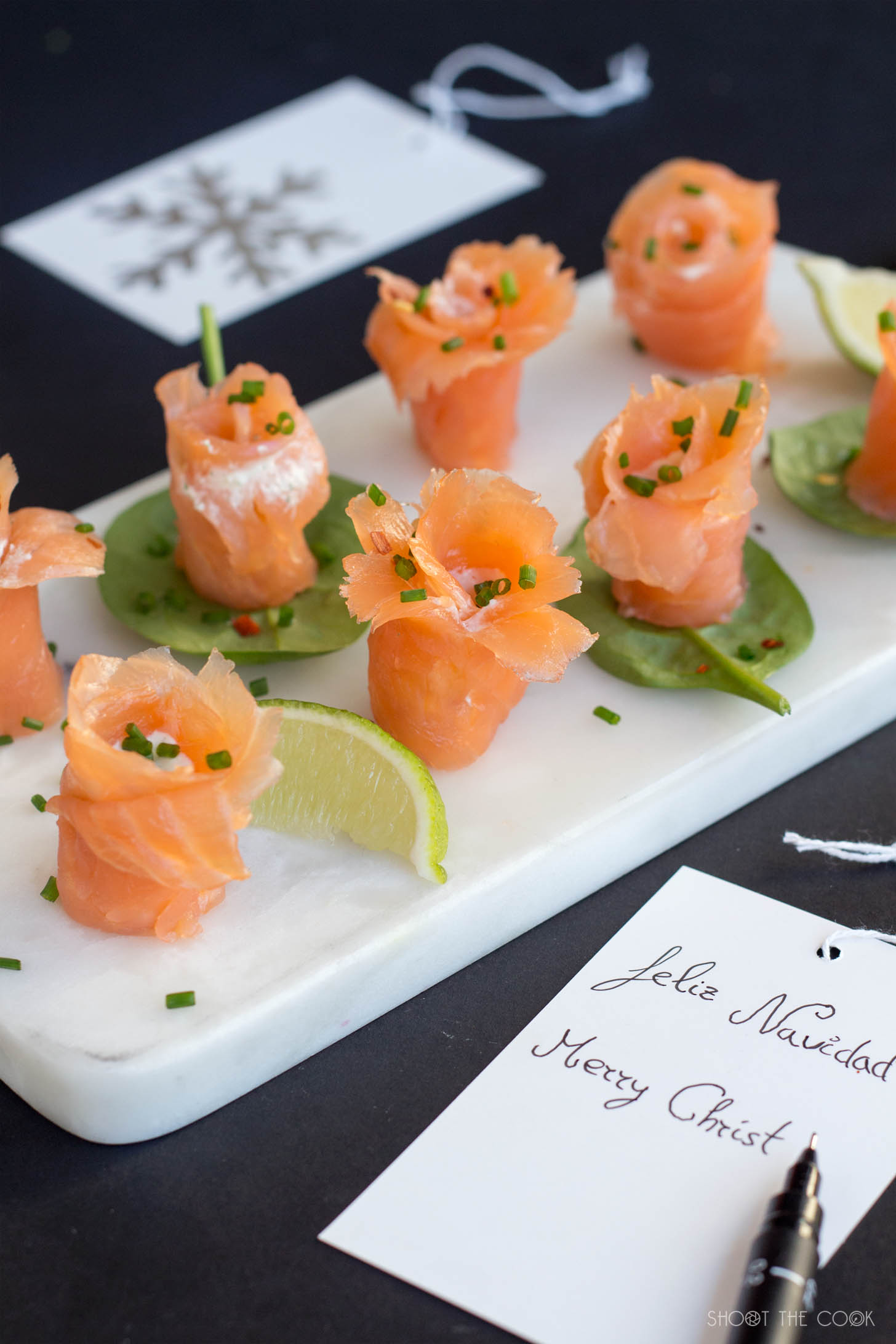 Rollitos de salm n con forma de flor shoot the cook for Canape de salmon