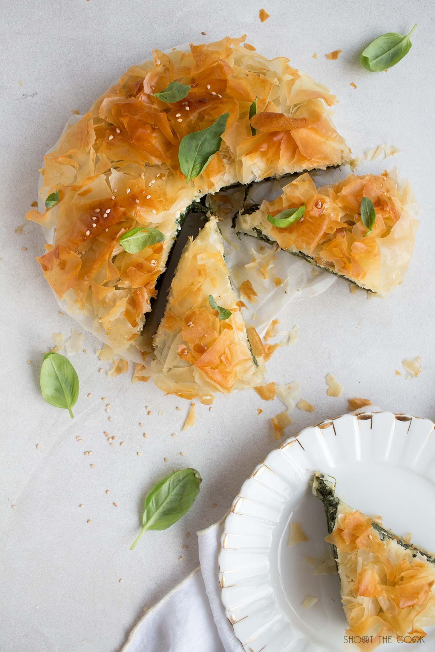 pastel de espinacas y queso feta griego, spanakopita