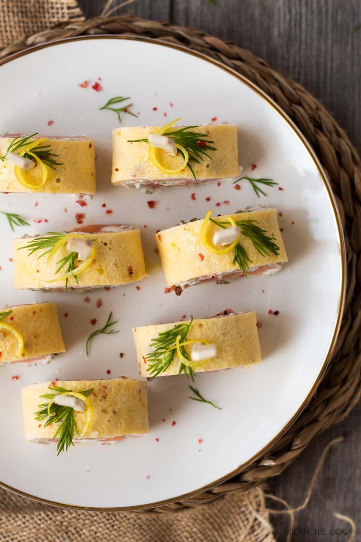 rollitos de salmón, tortilla y queso crema